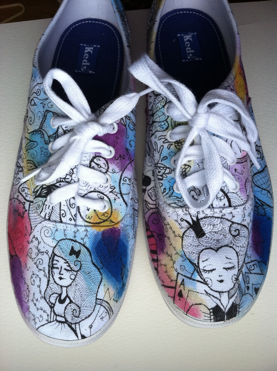 fuckyeahwonderland: Alice in Wonderland Keds [more here] | by Stacy Fahey Pour moi?