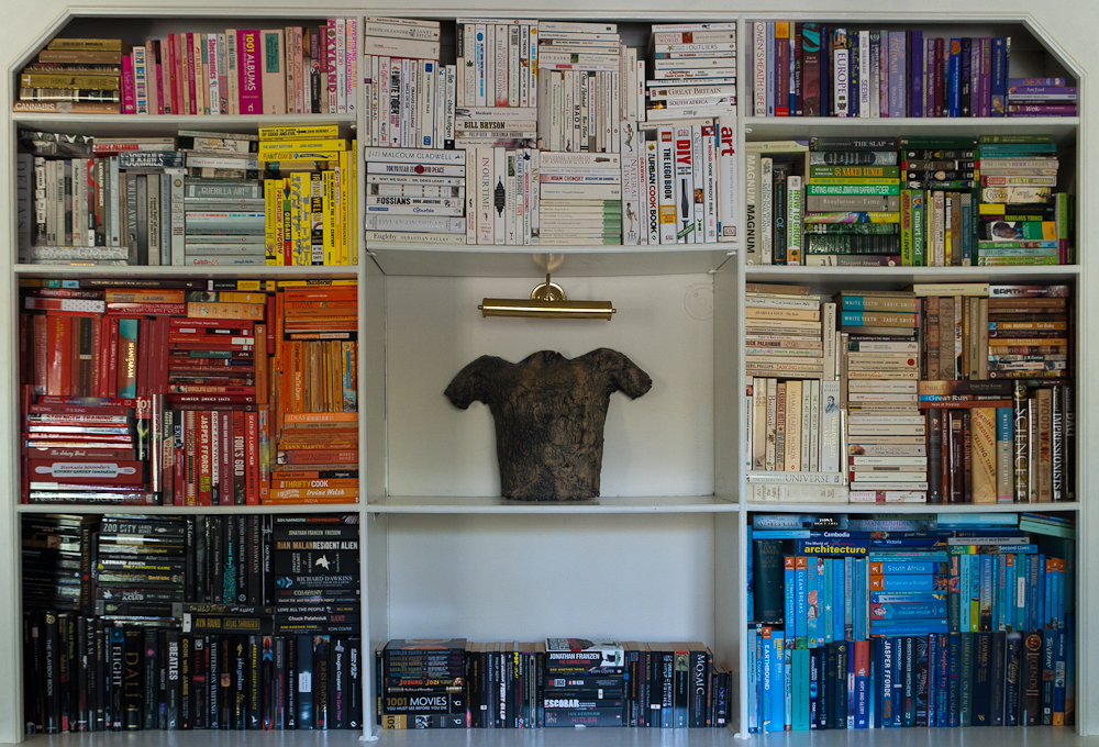 thingsorganizedneatly :      SUBMISSION:  Books organised neatly. Very neatly.     Love it!
