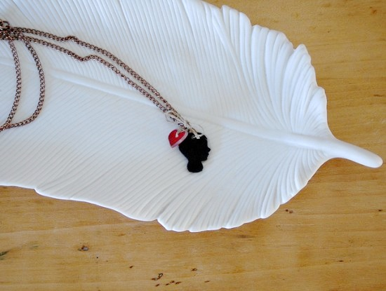 How to Make a Shrinky Dink Silhouette Pendant Necklace    (via  papernstitch )