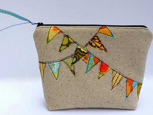 Bunting Cosmetic BagDIY (viaCraftzine.com)