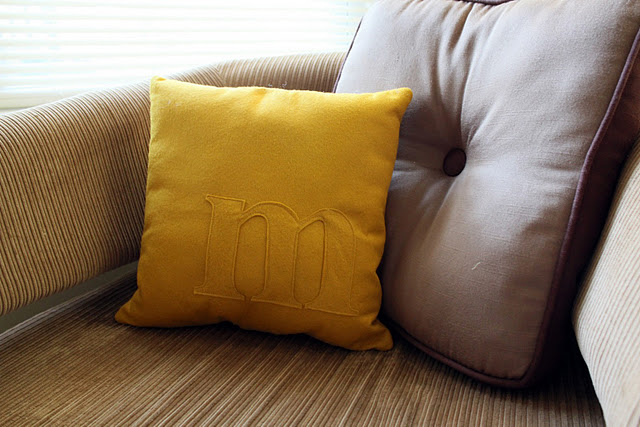 Monogram Pillow Tutorial   (via  Little Lovelies )