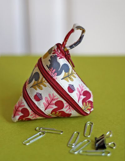 (via Make a self-zipping coin purse from a ribbon | How About Orange)
