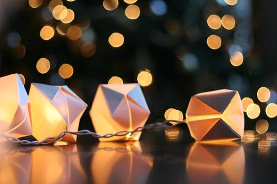 (via Design Crush» DIY Paper Cube String Lights)