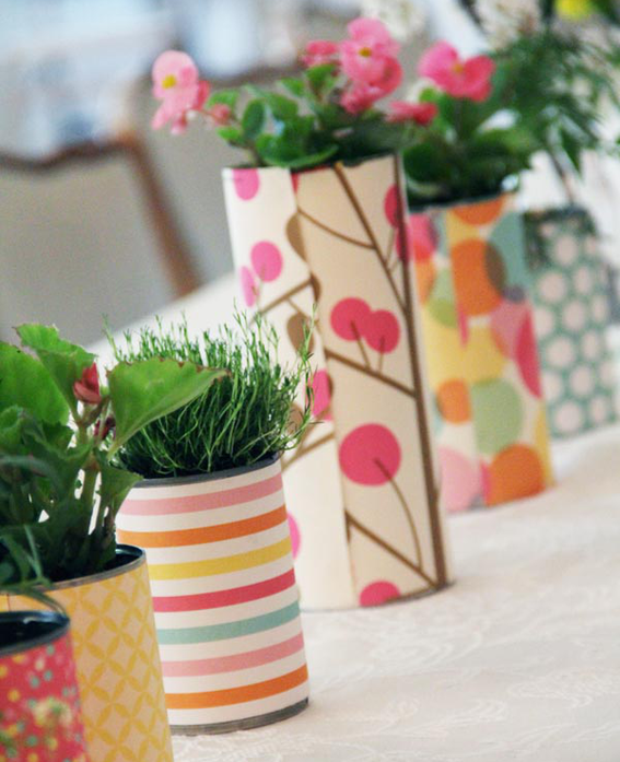 Anyone having a party? Adorable centerpieces!   (via  Make It: A Simple and Charming DIY Centerpiece Idea! » Curbly | DIY Design Community « Keywords: thrift, party planning, centerpiece, DIY )