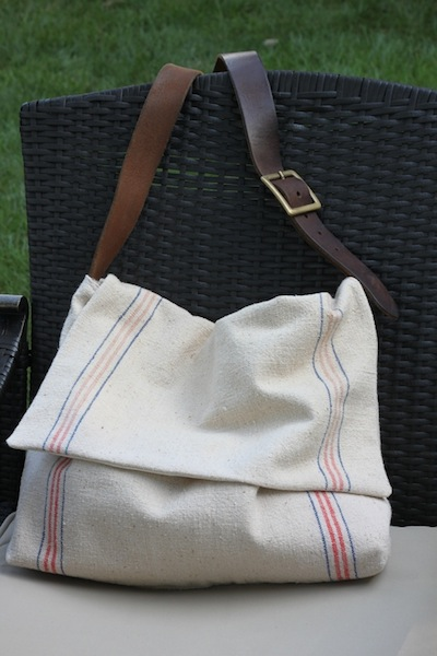 I need a new bike appropriate bag, and I love the leather strap on this one! (via How-To: Feed Sack Messenger Bag @Craftzine.com blog)