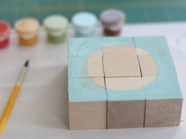 Great birthday gift for a 3 year old! (via DIY: Painted Block Puzzle | Momtastic)