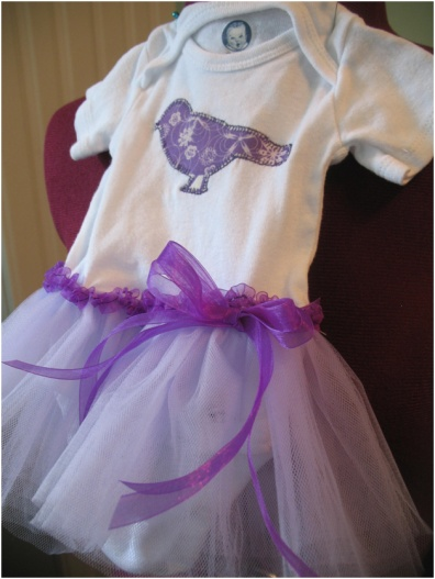 (via  Think Crafts Blog – Craft Ideas and Projects – CreateForLess » Blog Archive » The Onesie Tutu )