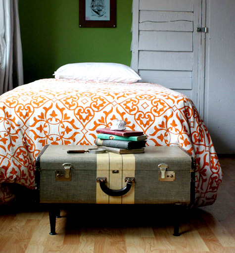 (via  Design*Sponge » Blog Archive » diy project: ashley's vintage-suitcase coffee table )