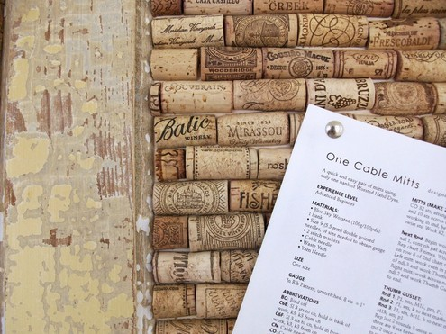 How To: Make a Memo Board from Upcycled Wine Corks » Curbly | DIY Design Community « Keywords: wine, cork, memo, bulletin