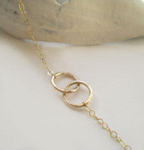 Beau & Stella — Tiny Interlocking Links Necklace