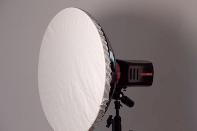 "22"" beauty dish with diffusion sock cover"