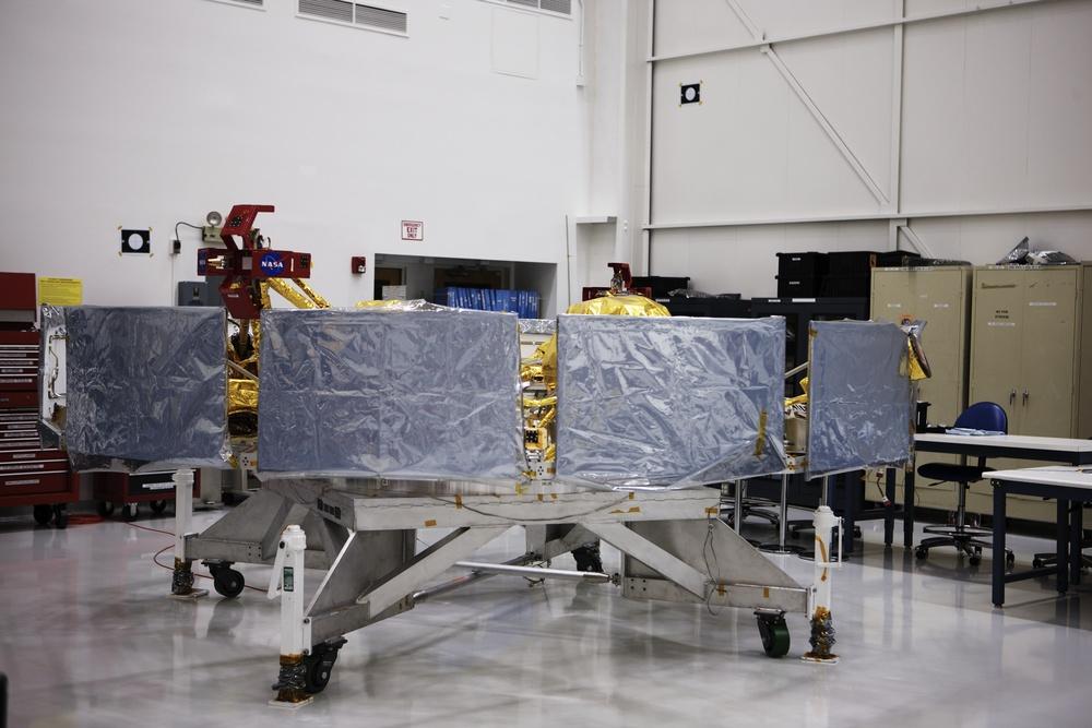 NASAJPL_2011-04-04_13-24-00__JAL8792_©JosephLinaschke2011 - Version 2.jpg