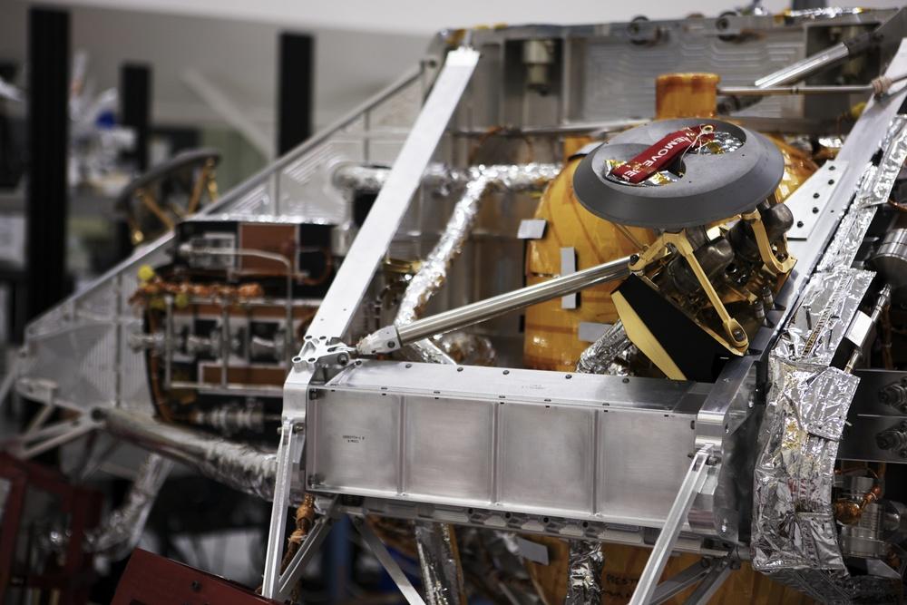 NASAJPL_2011-04-04_13-25-08__JAL8800_©JosephLinaschke2011 - Version 2.jpg