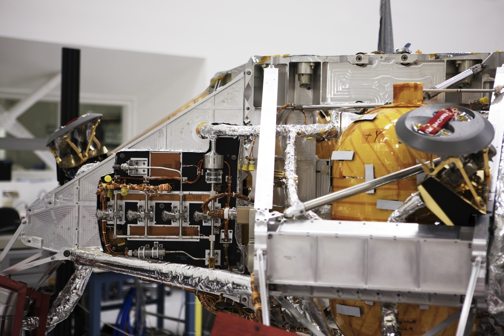 NASAJPL_2011-04-04_13-25-49__JAL8805_©JosephLinaschke2011 - Version 2.jpg