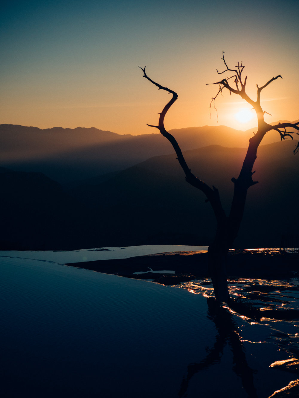 A (very) early morning departure brought us to the sunrise at Hierve el Agua, complete with infinity pools and a lone, barren tree just begging to be photographed.
