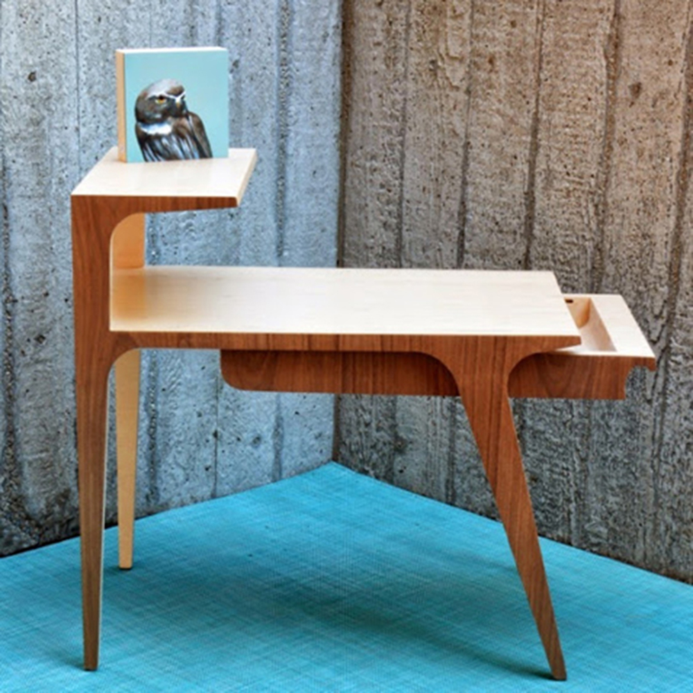 Telegenic California - Aero-National Giraffe Side Table