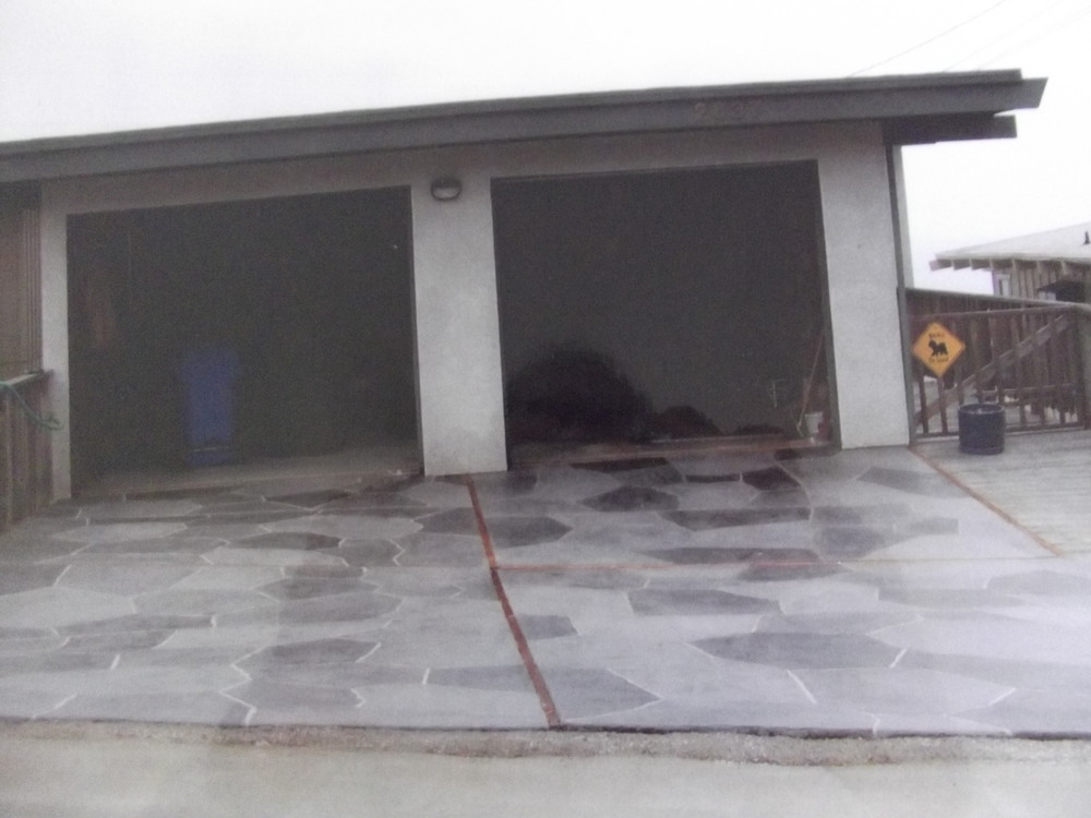 Multi-colored gray flagstone in Morro Bay