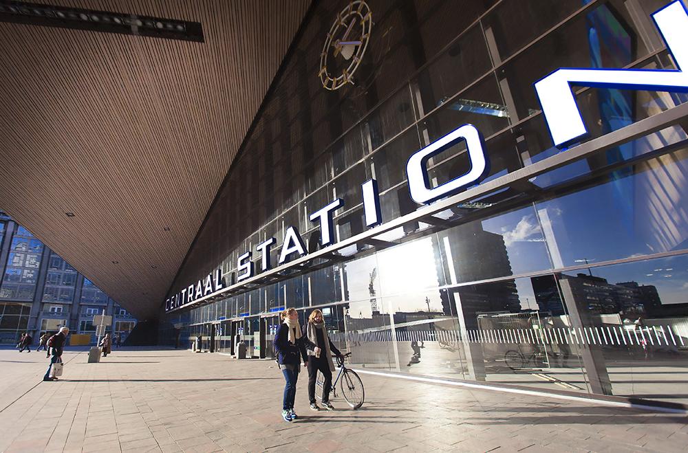 Claireonline_Rotterdam_CS_voorzijde_ingang_CD.jpg