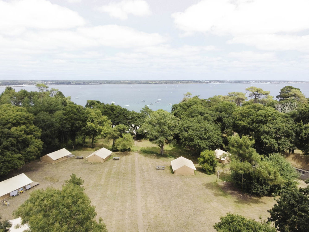 The campsite is situated directly at the sea.