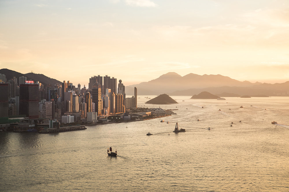 Stunning views from Aqua over the skyline and its surrounding islands in a sunset.