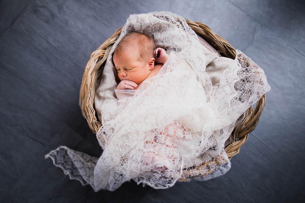 newborn-photographer-rochester-11.jpg