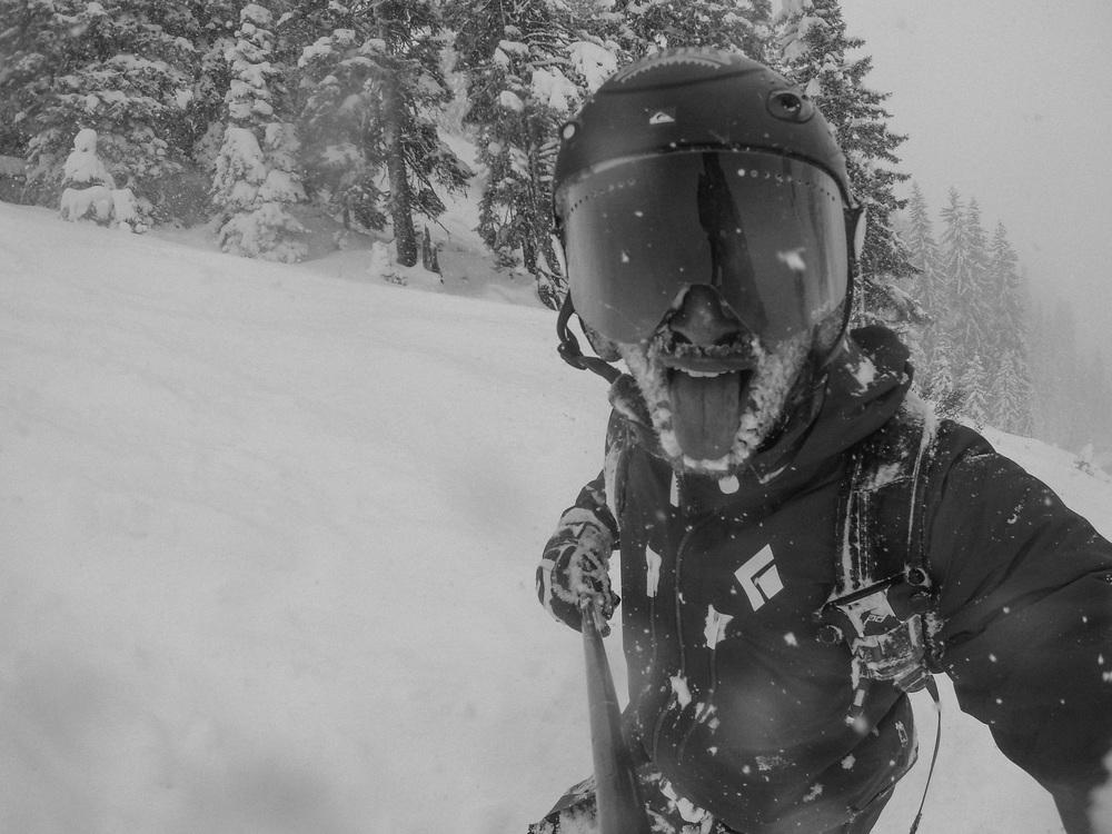 blackorwhite_ski_falling_cocain-20.jpg
