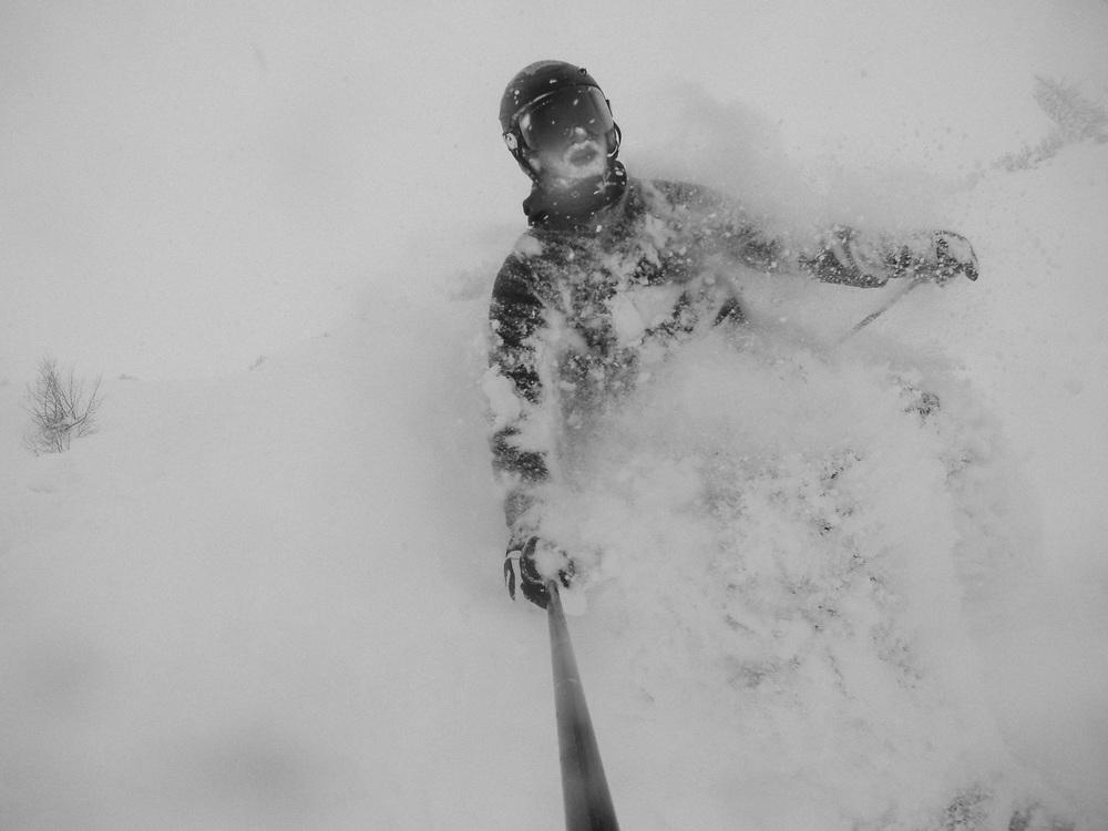 blackorwhite_ski_falling_cocain-19.jpg