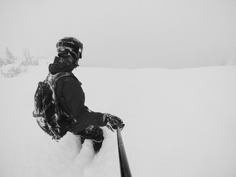 blackorwhite_ski_falling_cocain-18.jpg