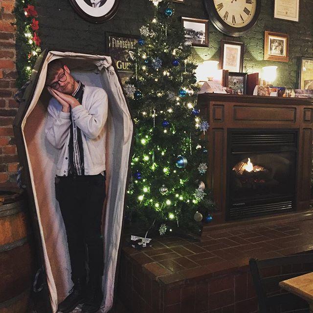 merry coffins 🎄🍒