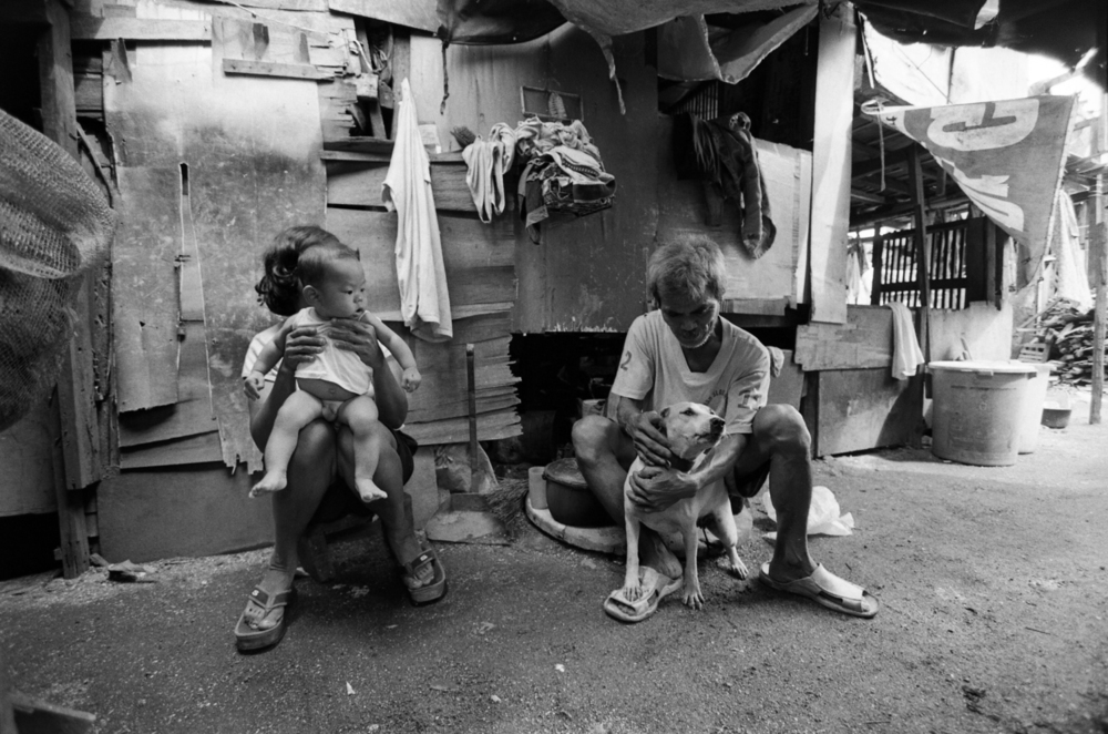 man woman dog poverty barking philippines poor manila