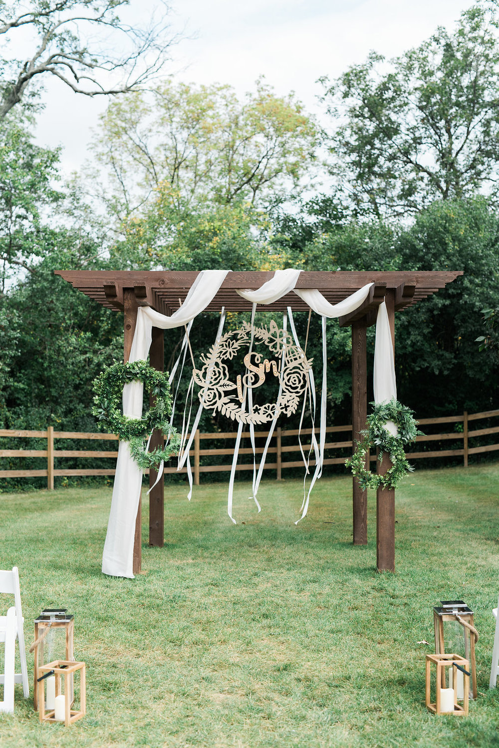 Pretty-pretend-wedding-rentals-Vintique