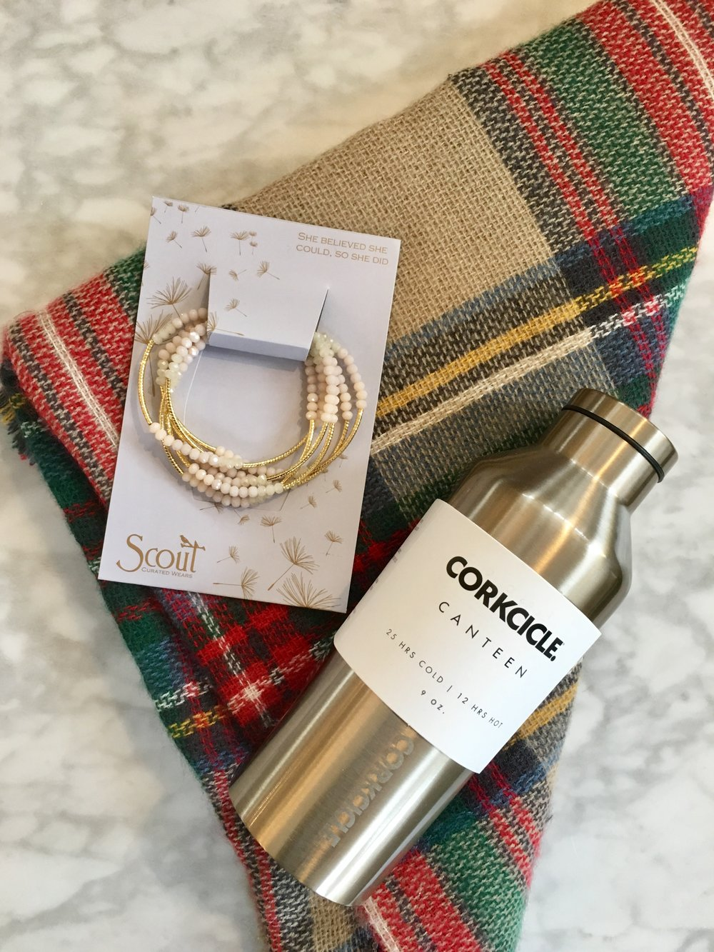 GiftGuideCorkcicle-Scout-Scarf.jpg