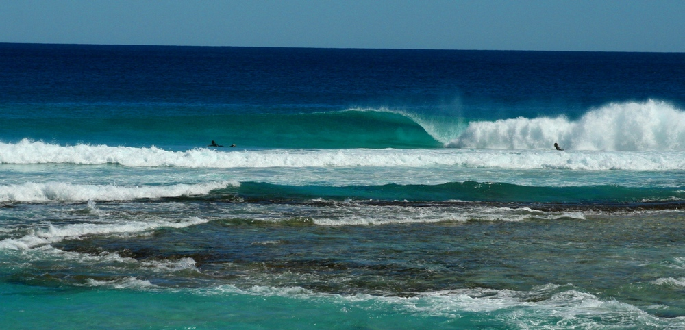 If you can see the shadow of the barrel on the sand bar below... then it's hollow, clear and epic. Photo: Tom Nagle