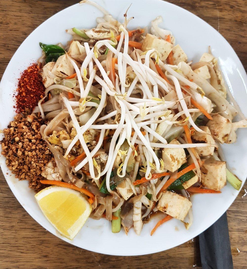 Eisan's delicious tofu pad thai
