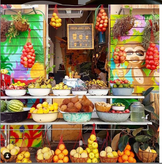 A typical Tel Aviv fresh juice/shake stand