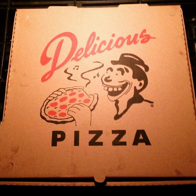 Delicious Pizza yummmm!😋🍕w/ @mingointhedance ❤️#midcity #LA #supremeupgrade #DeliciousPizza #DeliciousVinyl 🎶
