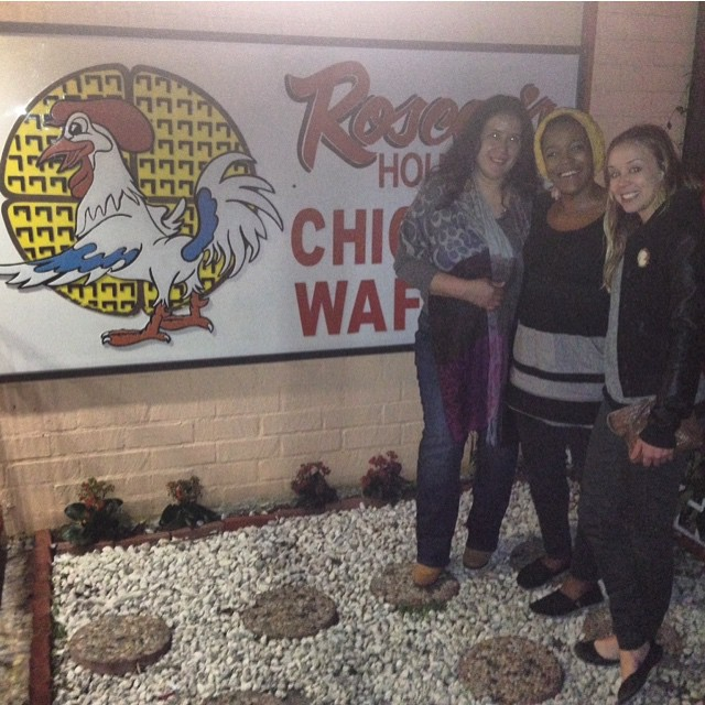 Roscoe's for dinner! Thanks ladies! @veronukes @kokocoleman 🙏😘 #chickenandwaffles #Roscoes #laslocas