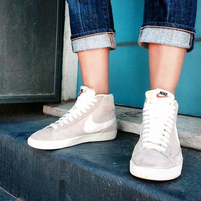 #MidCity stoop #NikeBlazerMid #Vintage #homesweethome🏠📍
