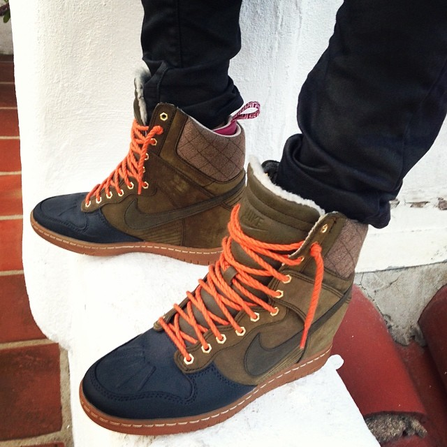 'Tis the season.. 🎄🎁🎅  #bejolly #nike #sneakerboots    WMNS Dunk Sky Hi Sneakerboot -Dark Loden