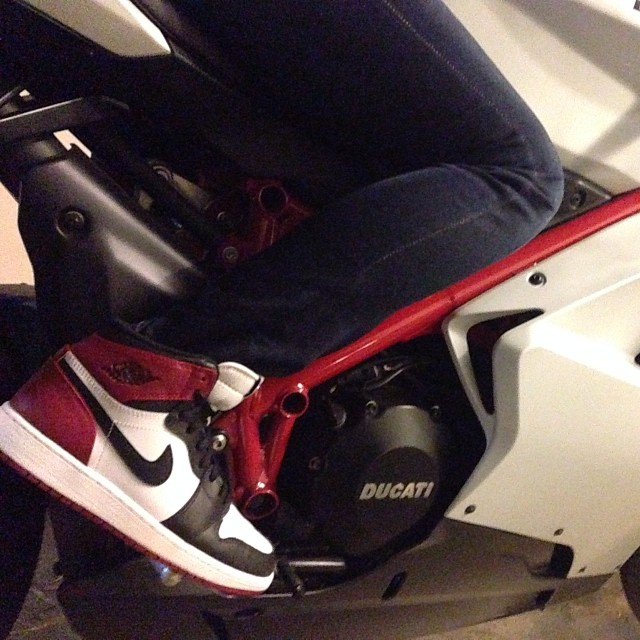 Black toes on the #Ducati #goodtimes #LA #ridindirty
