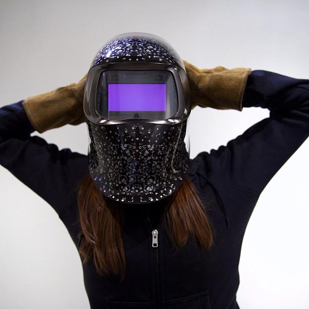Hello earthlings.. #marsartist photo by @aubrymarie  #canon #5dmkiii #weldingmask #sculpture #art