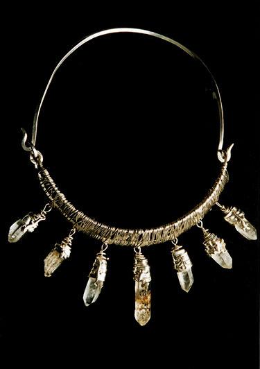 Cuarzos Tovar  Collar Construcción en hilos  Cuarzos brutos, plata 950 y 1000  2005