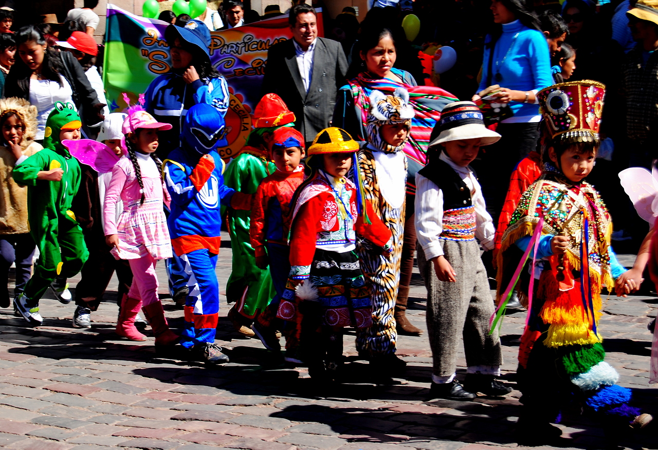 lookitsancaincusco :     Today we came upon a parade of cute children in costumes in Plaza de Armas.  What could be better?  It was La Dia de Educación in Cusco, the celebration of when education started (or we're pretty sure that's what the woman who explained it to us said).
