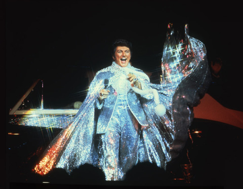 liberace_glittering_costume.jpg