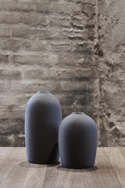Raw Vase Grey | mørkegrå keramikvase | MALLING LIVING