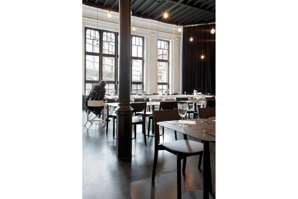 RESERVOIRA CHARLEROI BRASSERIE EDEN NOIR BLANC BETON CAFETARIA BAR CAFE IMAGE 03.jpg