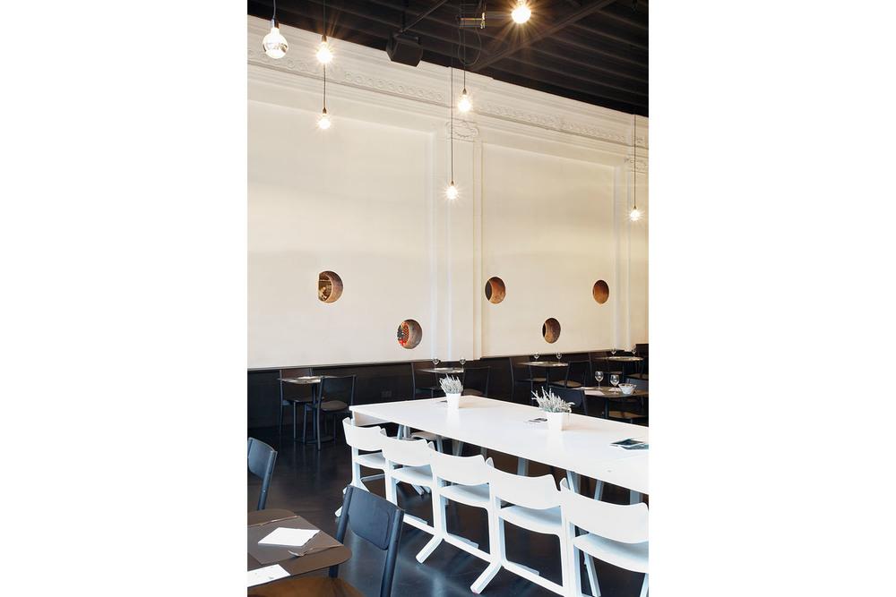 RESERVOIRA CHARLEROI BRASSERIE EDEN NOIR BLANC BETON CAFETARIA BAR CAFE IMAGE 02.jpg