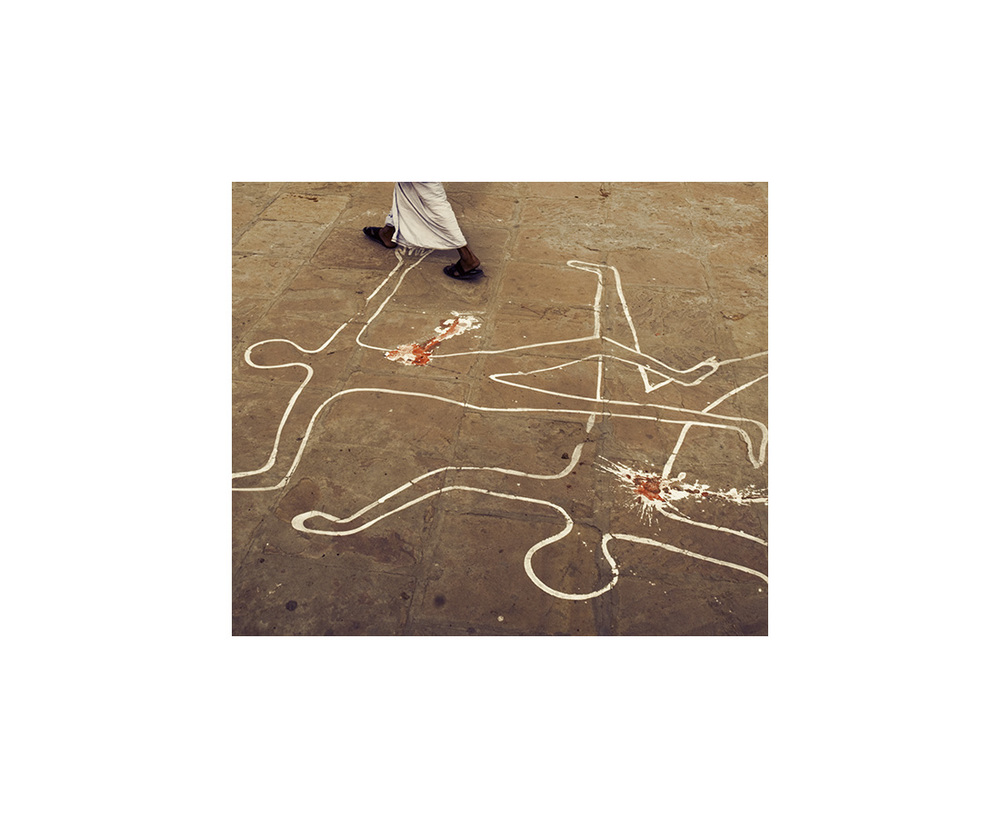 2009 - INDIA - Chalk Outlines Man Walking Bodies_LAI2599.jpg