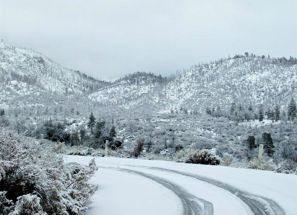 Snow_on_the_mountains_of_Southern_California.jpg
