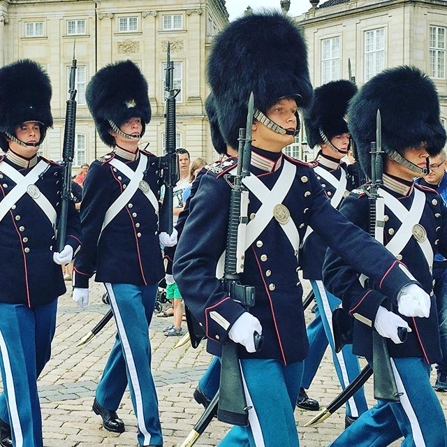 #copenhagen Changing of the guard here is taken seriously at the Royal Palace!! Very fashionable group- love the hats and bags. #fashion